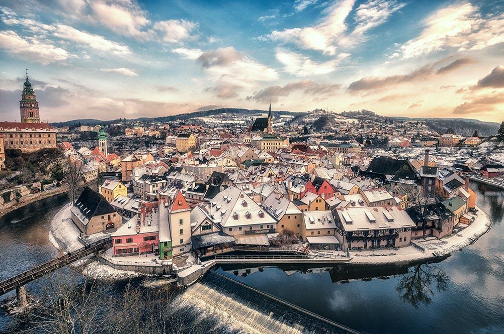 Cesky Krumlov Photo Tour, aerial view vltava river bend